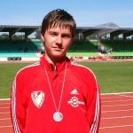 Gewann zwei Medaillen, Maximilian Kriese nach der Siegerehrung über 200m.
