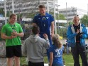 Bundestrainer Jörg Schulte gratuliert Tobias Köhler, Tim Ader, Jan Bringmann